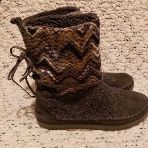Tom's Nepal brown boots size 9
